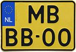 Mała żółta tablica rejestracyjna